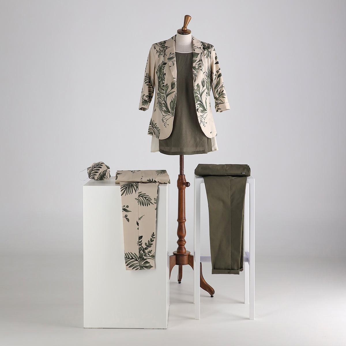 Giacca e pantalone in cotone fantasia. Camicia in tinta unica e pantalone tinta unica estate 2020 Meteore Fashion