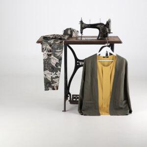Giacca e camicia tinta unita con pantalone fantasia. Collezione estate 2020 Meteore Fashion